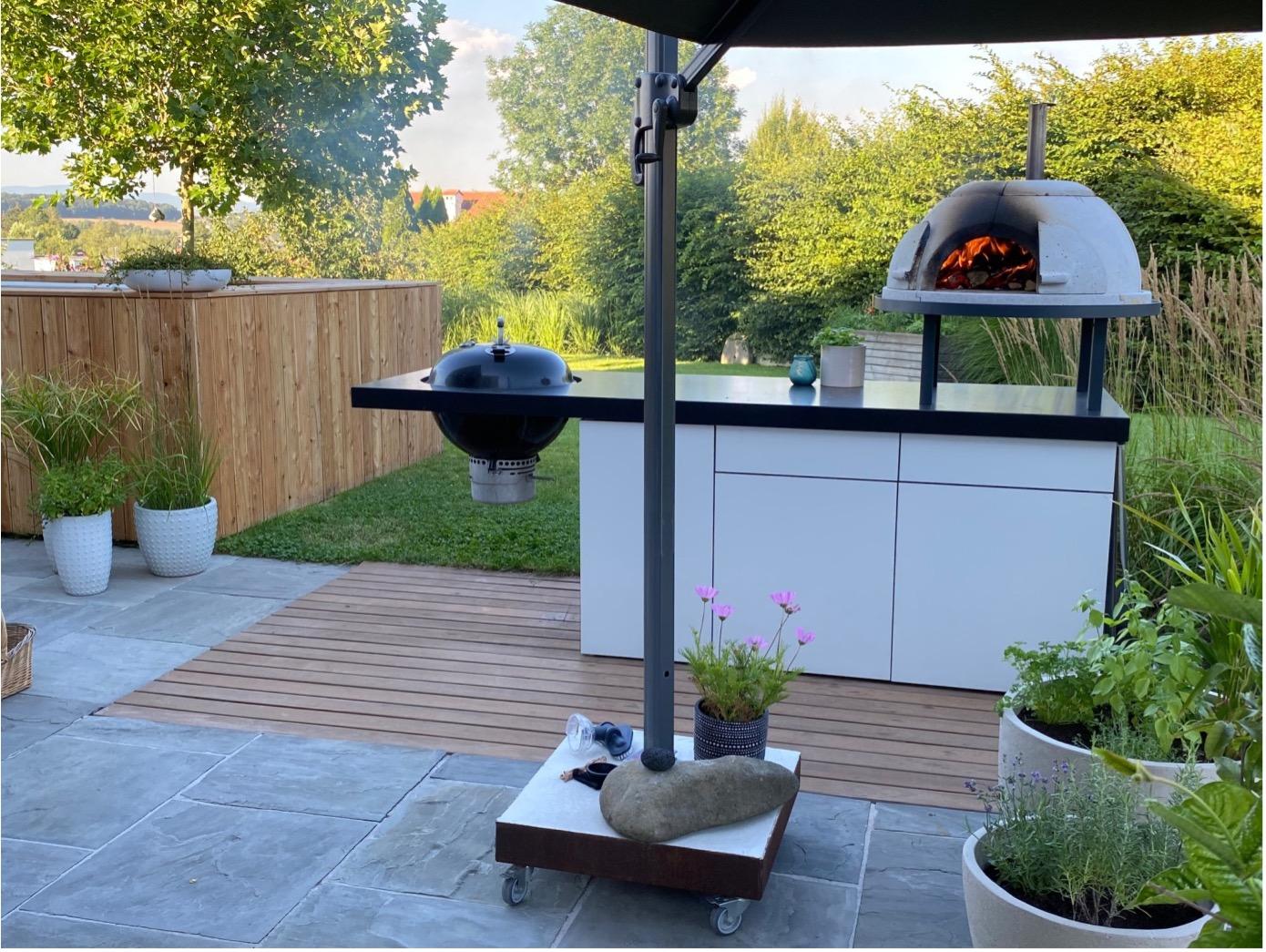 Outdoor Küche im Sommer